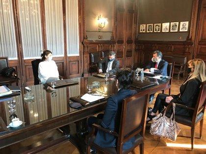 Tras el llamado de un alto funcionario del Gobierno, los jueces de la CNE se reunieron hoy con las responsables electorales del Ministerio del Interior.