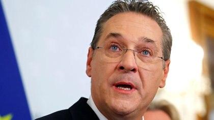 El vicecanciller austríaco Heinz-Christian Strache anuncia su renuncia el 18 de mayo (REUTERS/Leonhard Foeger)
