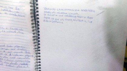 También hay frases de odio y oraciones en inglés