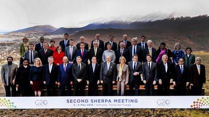 Foto de familia de los sherpas del G20 en Ushuaia, en mayo de 2018