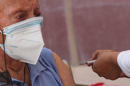 Qué hacer en caso de haber comprado y recibido una vacuna falsa COVID-19 FOTO: ROGELIO MORALES /CUARTOSCURO.COM