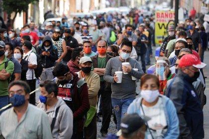 Dióxido de Cloro no cuenta con información científica como tratamiento contra el COVID-19: López-Gatell REUTERS / Henry Romero