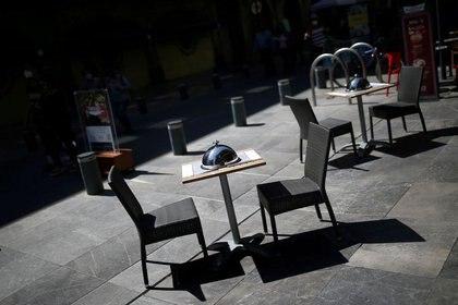 Los negocios o comercios al exterior laborarán un día más a la semana (Foto: Edgard Garrido/Reuters)
