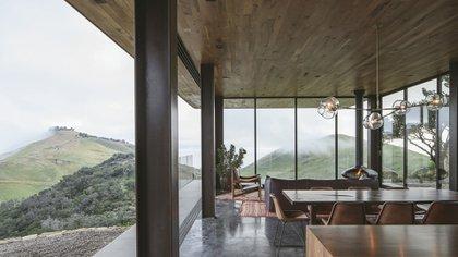 La casa fue diseñada por Anacapa y Willson Design y funciona con un sistema de energía fotovoltaica (AIA)