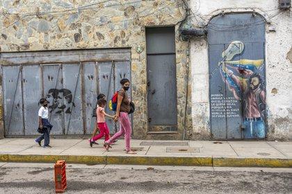 18/11/2020 Personas paseando en una calle de Caracas POLITICA SUDAM�RICA INTERNACIONAL VENEZUELA JIMMY VILLALTA / ZUMA PRESS / CONTACTOPHOTO