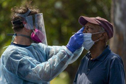22/05/2020 Un hombre se somete a una prueba de coronavirus en Florida, Estados Unidos POLITICA INTERNACIONAL Greg Lovett/Palm Beach Post via  / DPA
