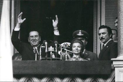 Juan Domingo Perón e Isabelita en el balcón de la Casa Rosada. La fórmula Perón-Perón era irresistible (Shutterstock)