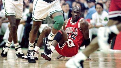 Michael Jordan participó de esa maratónica partida de cartas en la que apostó mucho dinero antes de anunciar su regreso a la NBA.