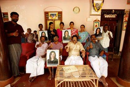 Una familia india de la villa de Painganadu alienta a Kamala Harris. En la vecina Thulasendrapuram, es de donde es oriunda la familia de la ahora vicepresidente. . REUTERS/P. Ravikumar