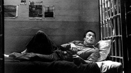 La mítica fuiga de tres detenidos en junio de 1962, llena de misterios y mitos, llegó al cine  de la mano del director Don Fuller. Su película de 1979, Fuga de Alcatraz, fue protagonizada por Clint Eastwood (Paramount)