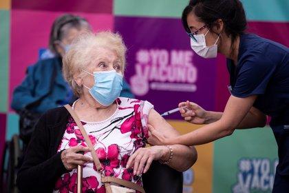 Chile aseguró las dosis necesarias para vacunar a su población antes de junio de 2021
