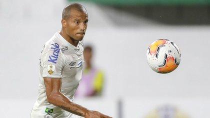 Carlos Sánchez se recupera de una lesión (Foto: EFE)