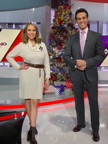 En las pantallas de los espectadores de Telemundo aparecieron dos co-conductores que tomaron la batuta del programa que fue conducido por 18 años por María Celeste Arrarás (Foto: Instagram de Al Rojo Vivo)