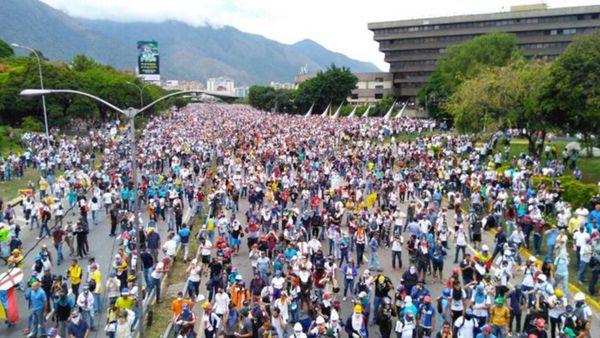 """""""No más dictadura"""": el Gran Plantón en Venezuela contra el régimen militar de Nicolás Maduro será """"hasta que el cuerpo aguante"""""""