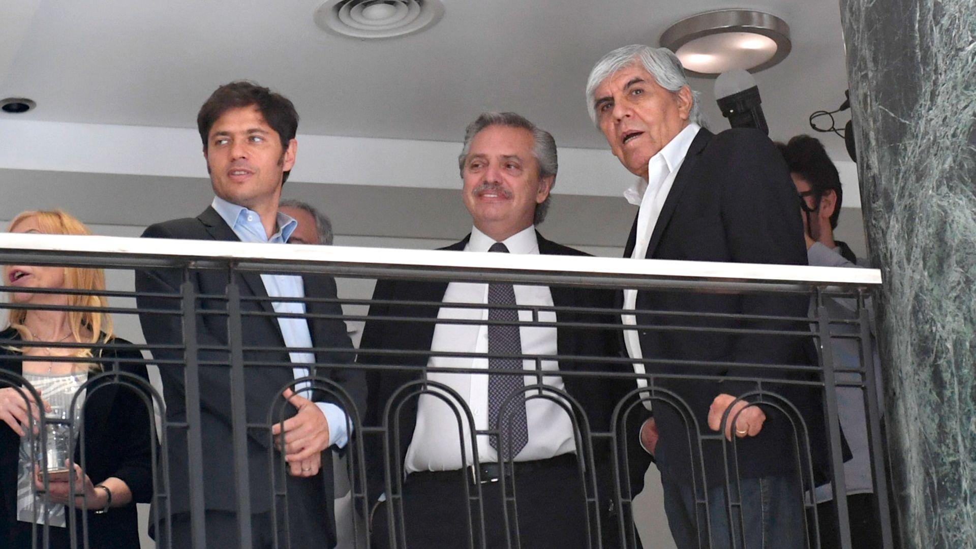 Hugo Moyano, con Alberto Fernández y Axel Kicillof, durante la inauguración del Sanatorio Antártida