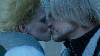 """El beso de Elizabeth Banks y Woody Harrelson en """"Los juegos del hambre"""""""