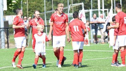 El delantero holandés, de 25 años, se quedó sin club (@JordievdLaan)