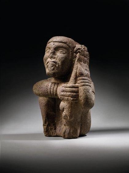 DIGNITARIO AZTECA. APROX 1350-1521 d. C. Precio estimado: EUR 40,000 - EUR 60,000. El INAH acuso está pieza de ser falsa.