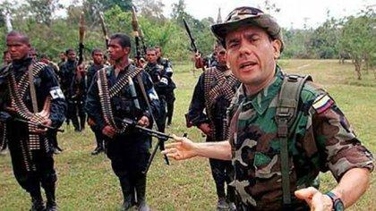 Carlos Castaño Gil, vocero de las AUC, fue uno de los promotores del paramilitarismo en Colombia, Salvatore Mancuso fue uno de sus hombres de confianza.