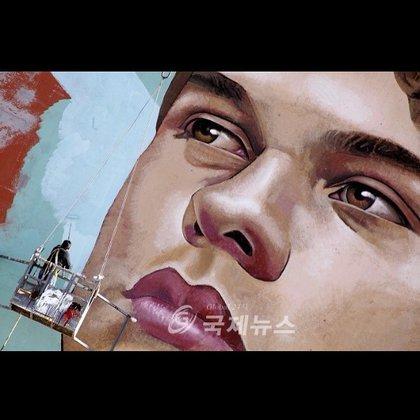 Arturo Damasco fue comisionado para pintar el mural de 400 metros cuadrados (Foto: Instagram @arturodamasco)