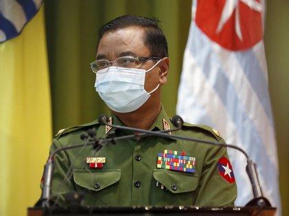 El portavoz militar de Myanmar, Zaw Min Tun este martes (EFE/ EPA/ NYEIN CHAN NAING)