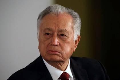 FOTO DE ARCHIVO: El Director de la Comisión Federal de Electricidad (CFE), Manuel Bartlett, asiste a una conferencia de prensa en el Palacio Nacional de Ciudad de México, México, 9 de diciembre de 2019. REUTERS / Edgard Garrido