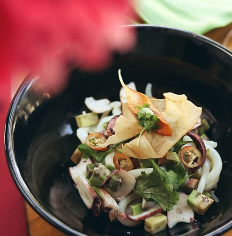 """""""La carta que presentamos en esta nueva edición del festival se inspira en algunos platos tradicionales que no solemos hacer dentro del repertorio del restaurante como el Xiu Mai y algunos que son íconos de la cocina viet como el pho bo"""" (@greenbambooar)"""