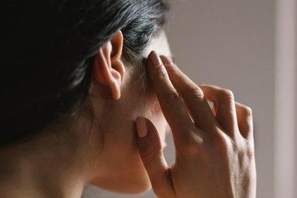 Según Mayo Clinic los sofocos son sensaciones repentinas de calor, que suelen ser más intensas en el rostro, el cuello y el pecho