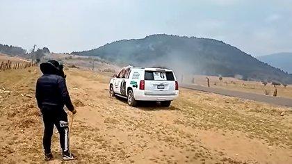 Elecciones en Michoacán: el momento en que indígenas purépechas incendiaron un auto del Partido Verde