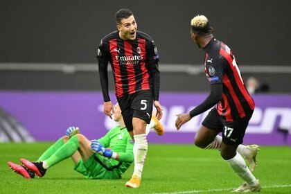 Diogo Dalot celebra el tercer gol del AC Milan ante el Sparta de Praga por Europa League. 29 octubre 2020. REUTERS/Daniele Mascolo