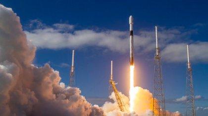 Así fue el lanzamiento de uno de los satélites Starkink, de SpaceX, en Cabo Cañaveral, Florida, Estados Unidos