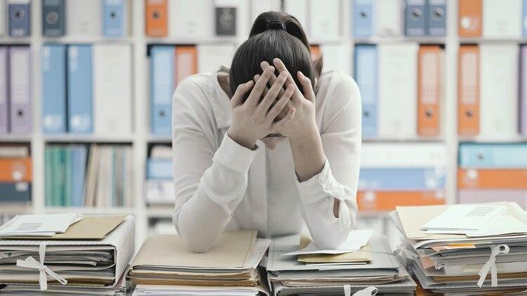 El trabajo excesivo es una señal de estatus en la vida moderna, pero esen realidad algo muy perjudicial. (Getty)