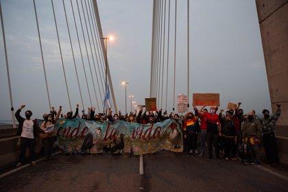 A raíz de los incendios, grupos ambientalistas y sectores de izquierda marcharon contra la quema de humedales en el Delta del Parana. (Fotos: Franco Fafasuli)