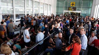 Una multitud en el aeropuerto (Reuters)