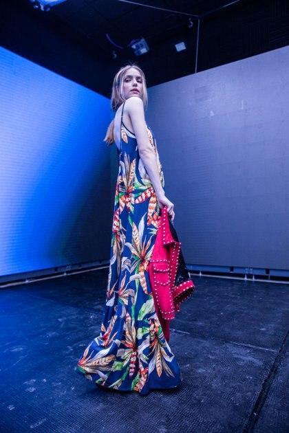 Maxi vestidos con estampados florales, infaltables para el verano