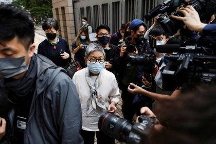 La activista prodemocracia y abogada Margaret Ng llega a los tribunales de West Kowloon para la sentencia en un caso histórico de reunión ilegal, en Hong Kong, China el 16 de abril de 2021. REUTERS/Tyrone Siu