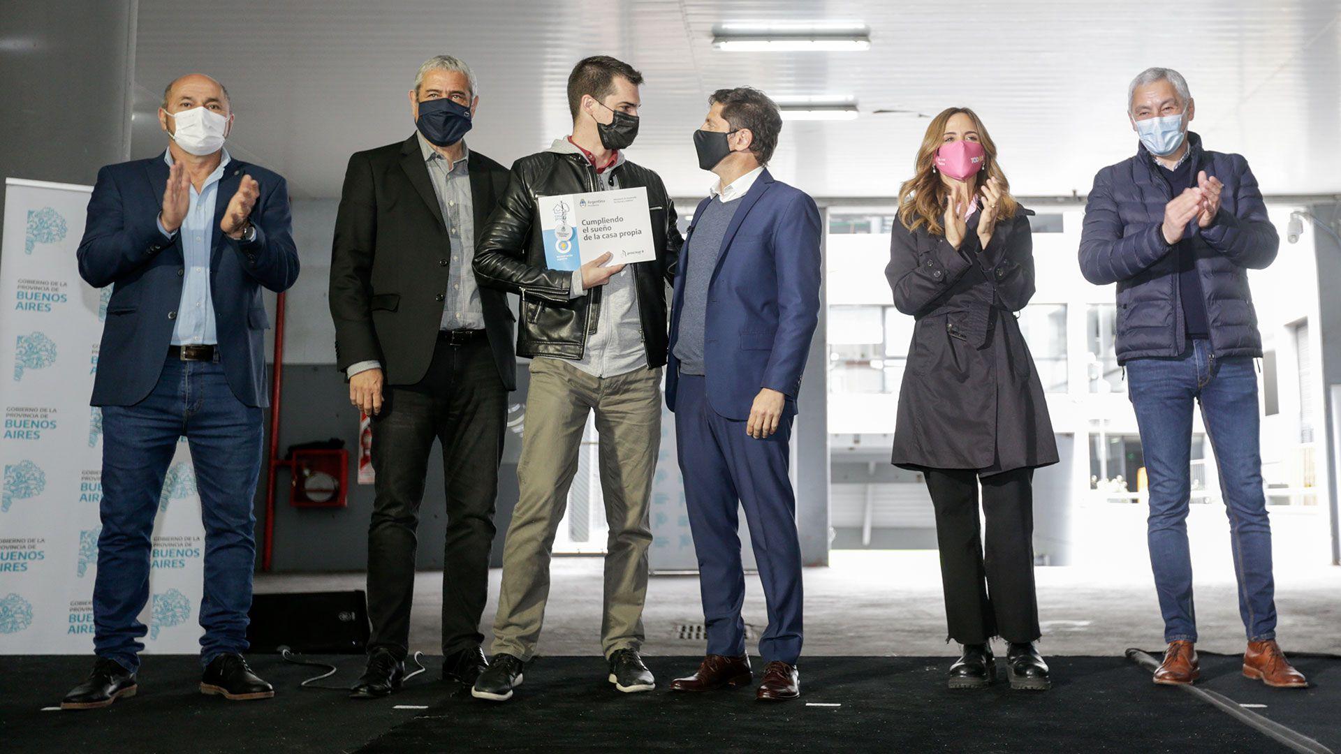 Axel Kicillof, Jorge Ferraresi y Victoria Tolosa Paz en entrega de Créditos