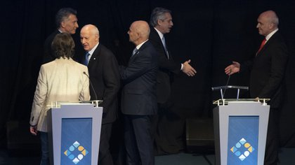 A pesar de sus ataques discursivos duros, Espert saludó correctamente a Fernández