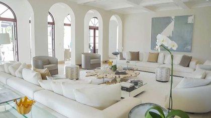 La mansión tiene 12 habitaciones, 14 baños y una casa de huéspedes (The Grosby Group)