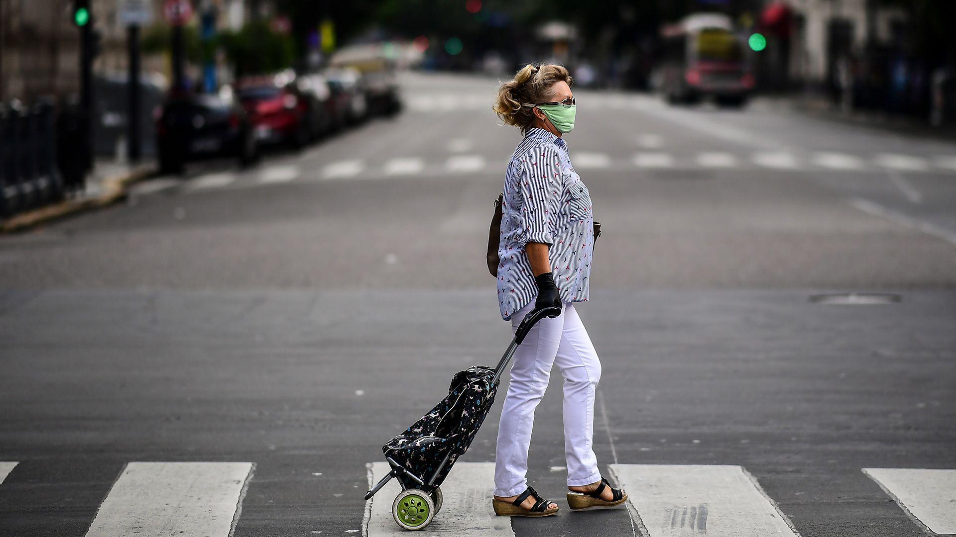 El gobierno porteño le pidió a la ciudadanía que comience a usar barbijos o cualquier objeto para tarparse la boca y la nariz (AFP)
