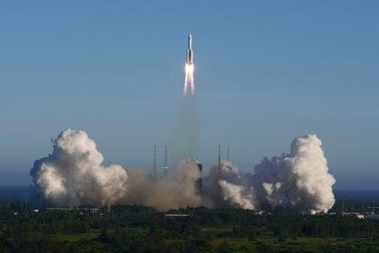 El despegue del cohete Long March 5B (Reuters)