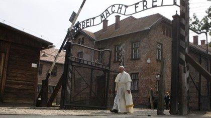 29 de julio de 2016: el Papa visita el campo nazi de exterminio de judíos en Auschwitz, Polonia
