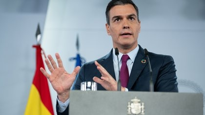 Spanish Prime Minister Pedro Sanchez speaks during a news conference at the Moncloa Palace in Madrid, Spain, November 22, 2020.  Moncloa Palace/Borja Puig de la Bellacasa/Handout via REUTERS ATTENTION EDITORS -THIS IMAGE HAS BEEN SUPPLIED BY A THIRD PARTY. NO RESALES. NO ARCHIVES
