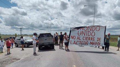 La población se movilizó pidiendo que no se cierre la Planta de Lácteos Mayol, en el Partido de Cañuelas.