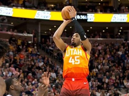 Es el segundo jugador de NBA en dar positivo. Fue reclutado por los Denver Nuggets con la decimotercera selección global en el Draft de 2017 sólo para ser canjeado al Utah Jazz. Participó de la última edición del All Star Game. Foto: Russell Isabella-USA TODAY Sports