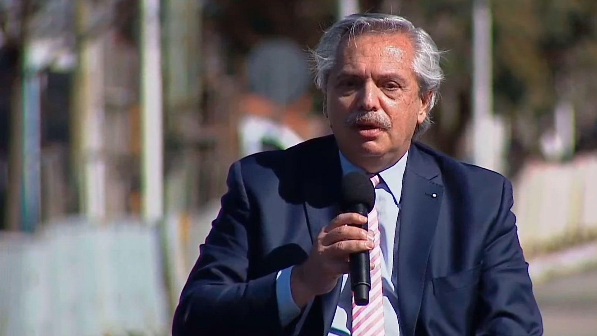 Alberto Fernández -El Presidente inaugura 100 obras públicas en simultáneo en todo el país