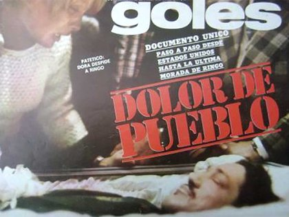 Ringo en el ataúd. Su ex mujer Dora lo despide en Buenos Aires. La tapa de la desaparecida revista Goles retrata el dolor de todos