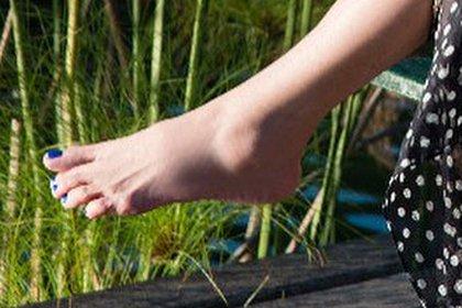El zoom al pie izquierdo de Susana Giménez en la foto que causó comentarios negativos entre sus seguidores (Foto: Instagram @gimenezsuok)