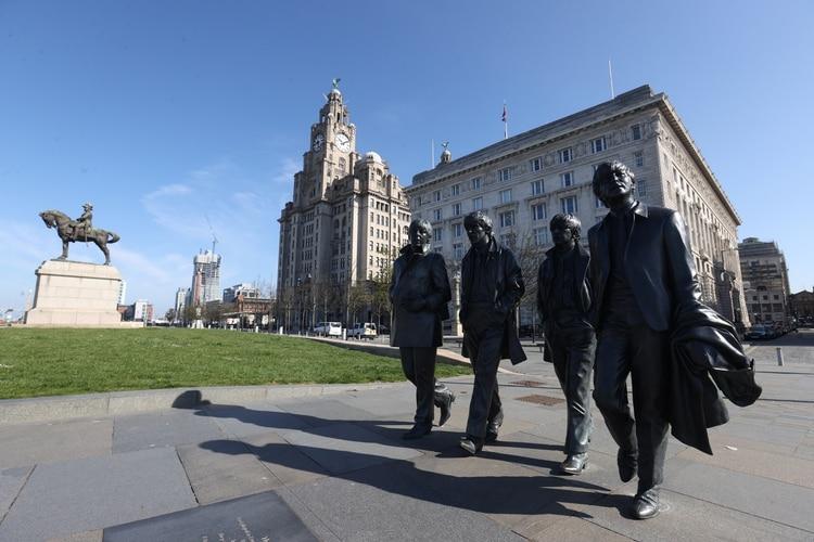 La estatua de The Beatles en Liverpool