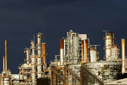FILE PHOTO: A view of the Mobil oil refinery at Altona in Melbourne June 27, 2008.   REUTERS/Mick Tsikas/File Photo